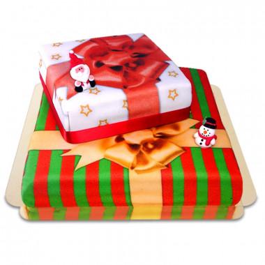 Dwupiętrowy tort prezent na Boże Narodzenie z figurkami Świętego Mikołaja i Bałwana