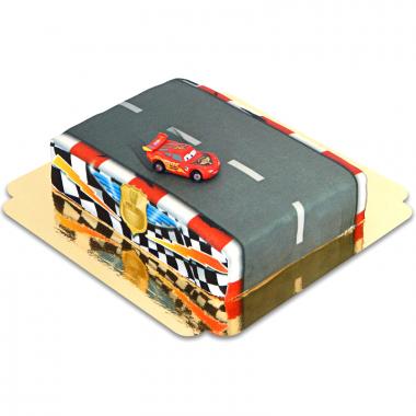 Zygzak McQueen na torcie - torze wyścigowym