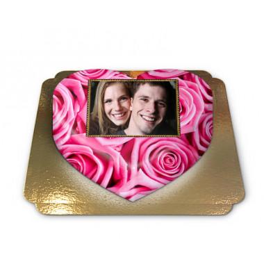 Tort w kształcie serca ze zdjęciem, tło w różowe róże
