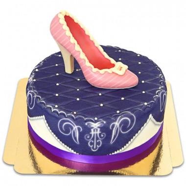 Fioletowy tort deluxe z czekoladowym pantofelkiem i wstążką