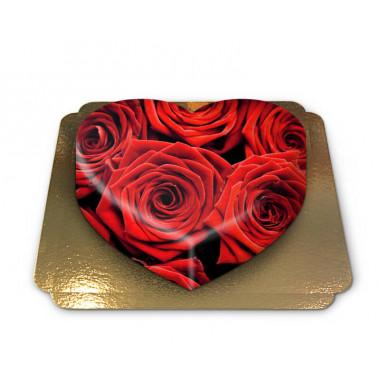 Tort w kształcie serca, tło w czerwone róże