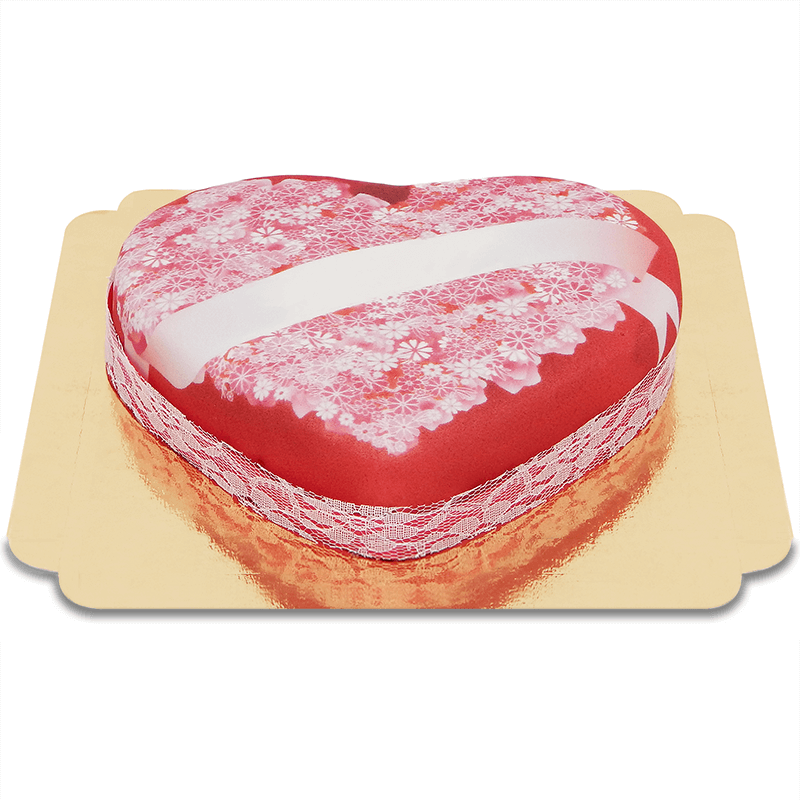 Tort w kształcie serca z miłosną wiadomością